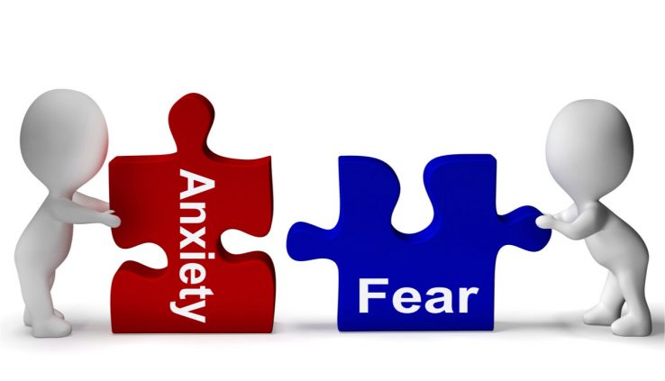 Identify the difference between fear and anxiety.